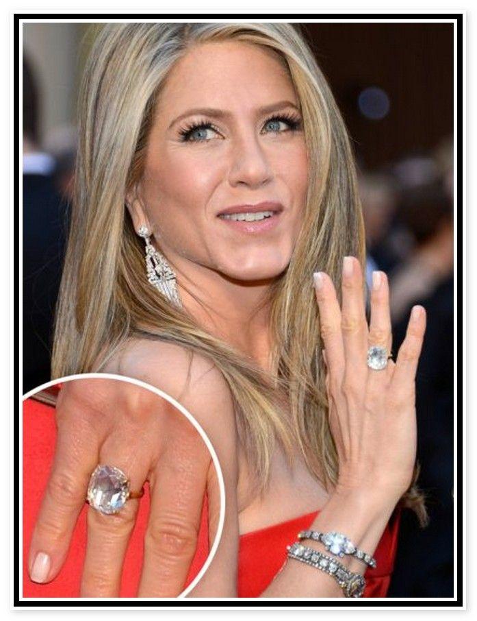 Jennifer Aniston S 10 Carat Engagement Ring Celebrity Rings Engagement Rings Favorite Engagement Rings