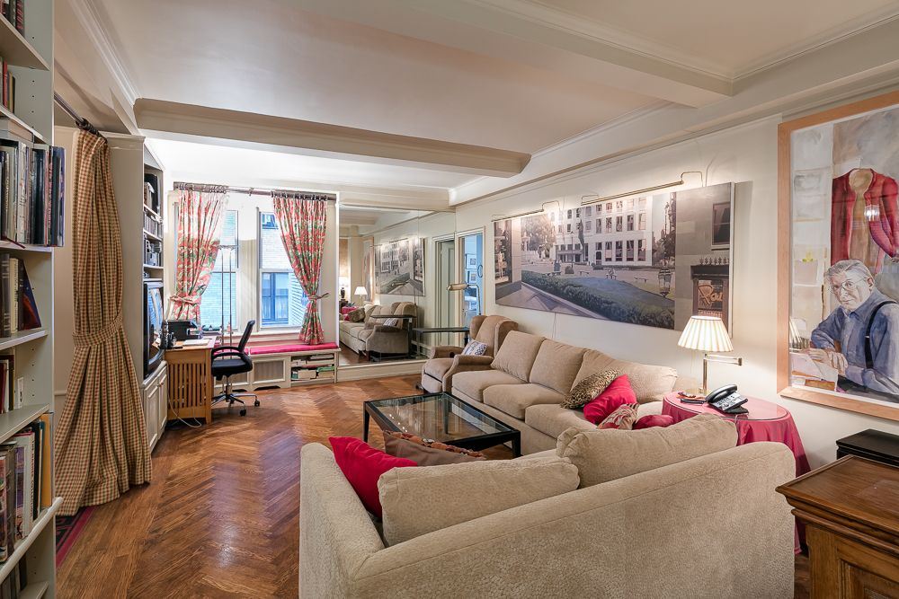 410 East 57th Street (Sutton/First Avenue) Charming One Bedroom, Two Bath  In Prewar Co Op With Hardwood Floors, Beamed Ceilings, Gracious Entry  Foyer, ...