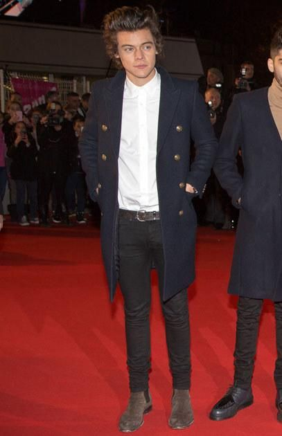 15 Times Harry Styles S Ankle Boots Gave Us Major Shoe Envy Harry Styles Boots Harry Styles Harry Styles Chelsea Boots