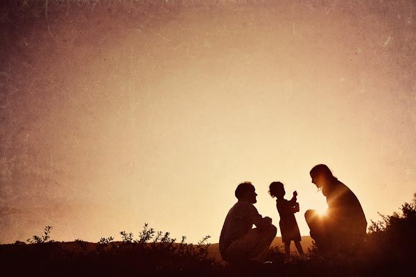 love the light and family in silhouette