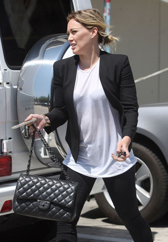 835724c728474c 50 Celebrities Carrying Chanel BaGS-50 | Fashion | Bags, Chanel ...