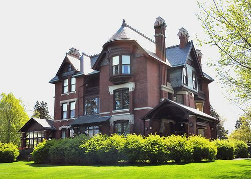 dc548bb80e8783642424c883acc22657 - Who Owns The Gardens Of Cedar Rapids