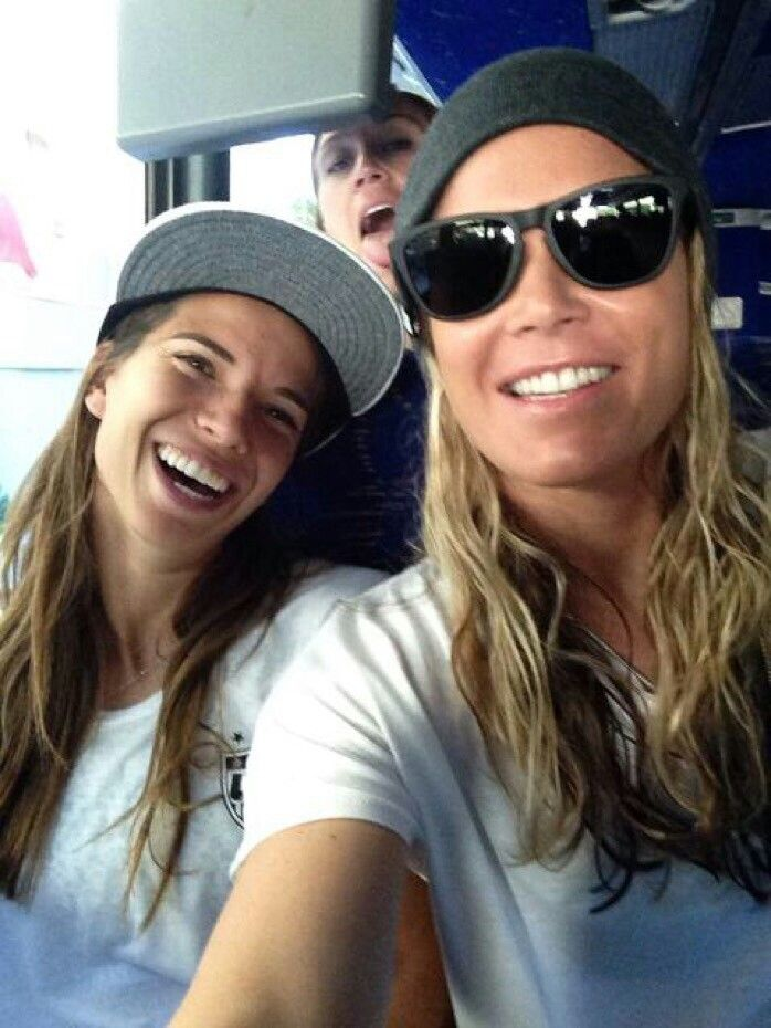 I Love This Picture Tobin And Ashlyn Uswnt Tobin Heath