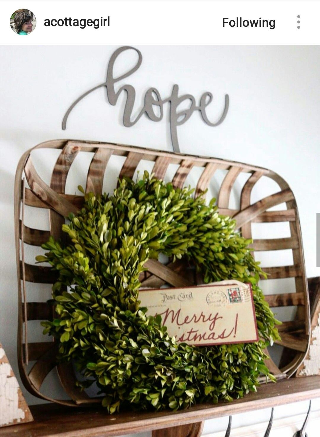 Wreath in a tobacco basket for Christmas.