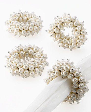 Elegant napkin rings - like :) #diynapkinfolding