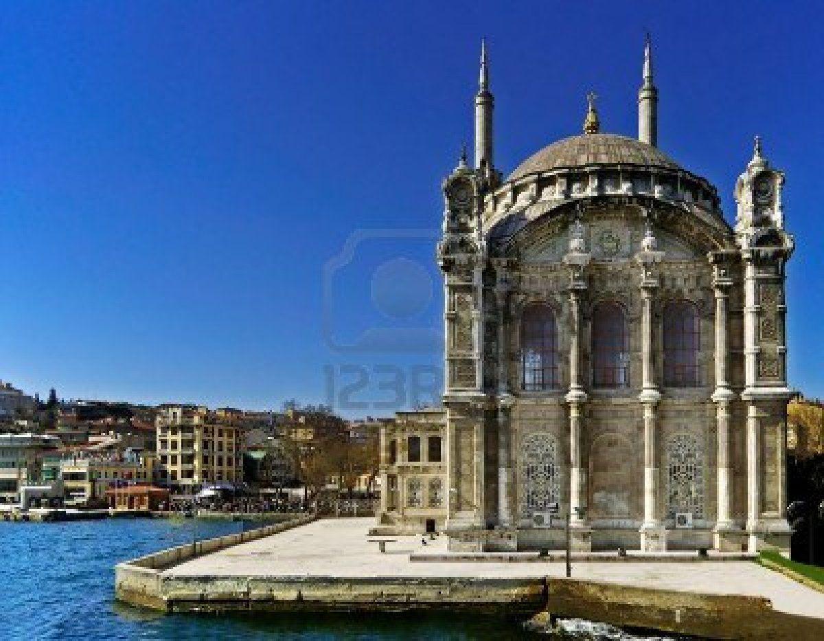 Ortakoy Camii, En Estambul, Turquía Fotos, Retratos, Imágenes Y Fotografía De Archivo Libres De Derecho. Image 14228708.