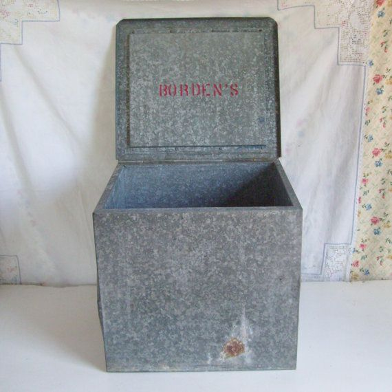 Vintage Metal Milk Box Bordens Dairy Want Bordens Or Ae For The Front Porch Milk Box Vintage Metal Porch Decorating