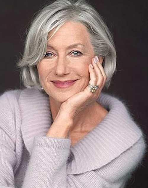 Cabello corto gris con reflejos para mujeres mayores de 50
