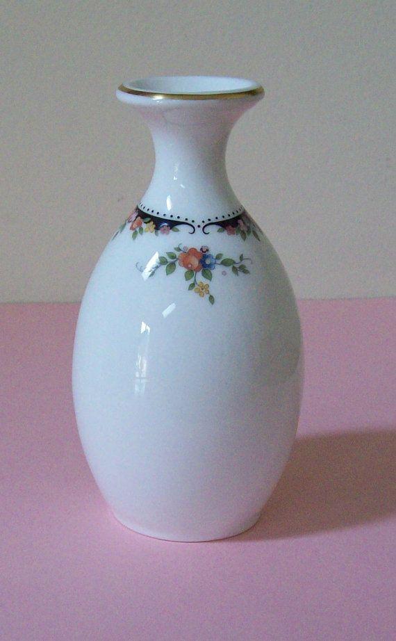 Wedgwood Osborne Bone China Vase 5 Inch England 73 Bud Vase