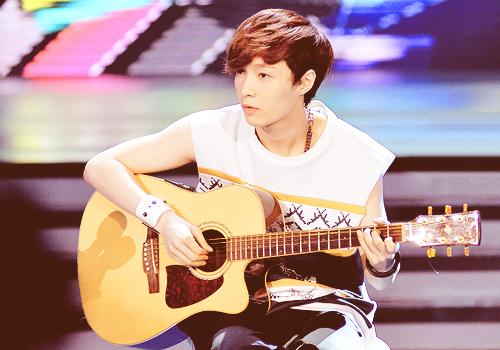 Yixing Guitar Playing Guitar Exo Yixing