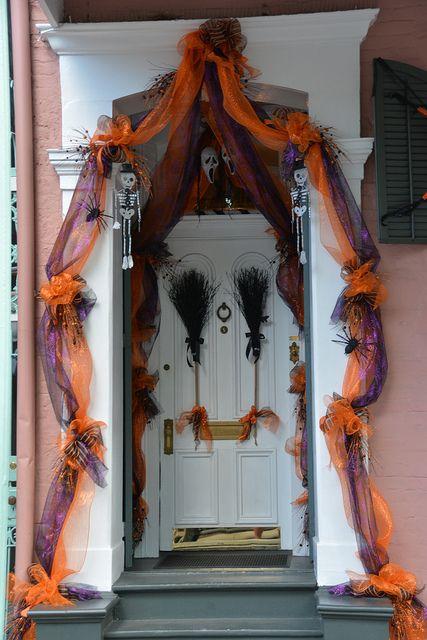 2013 Sep 27 Neighborhood 60 Hallowe'en Decor by Omunene, via Flickr