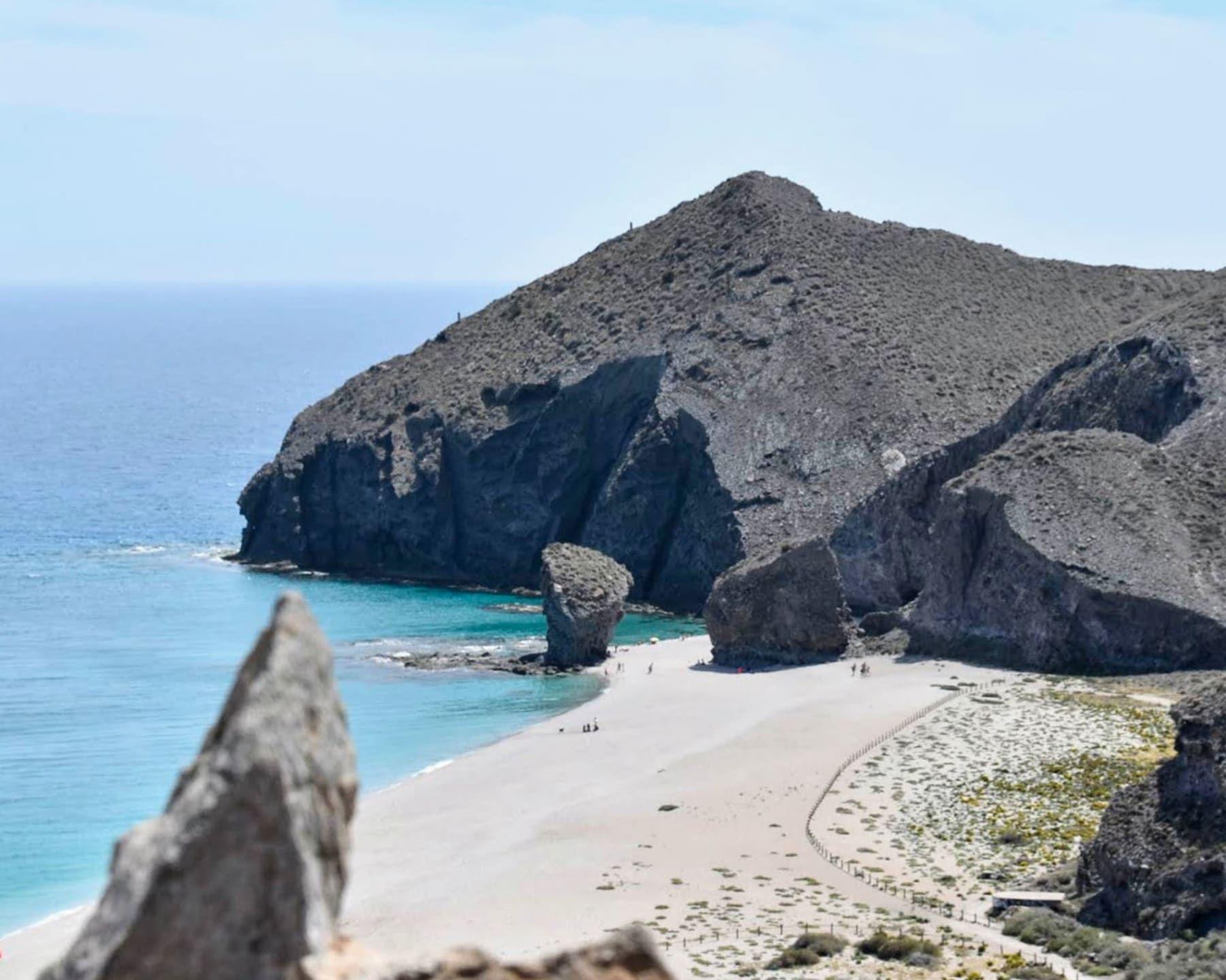 Playas Y Rincones Con Encanto Del Cabo De Gata El Parque Natural Del Cabo De Gata Es Una Escapada Perfecta En 2020 Cabo De Gata Almeria Cabo De Gata Parques Naturales