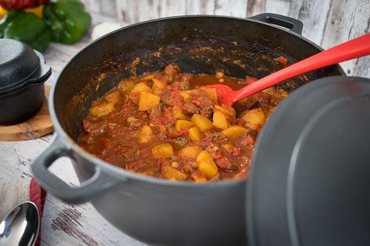 Rindergulasch Mit Paprika Und Kartoffeln Kochen Grillen Drinks