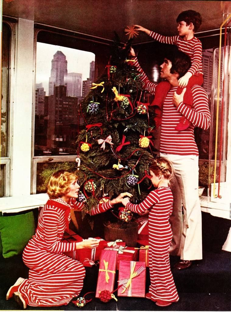 Christmas Past To Present 5 Yuletide Comparisons Flashbak In 2020 Christmas Past Family Christmas Pictures Retro Christmas