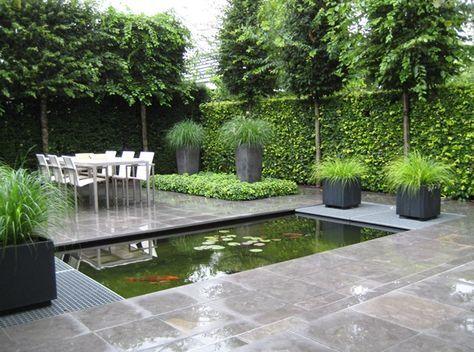 Strakke vijver met roosters in watertuin aangelegd door for Tuin inspiratie modern