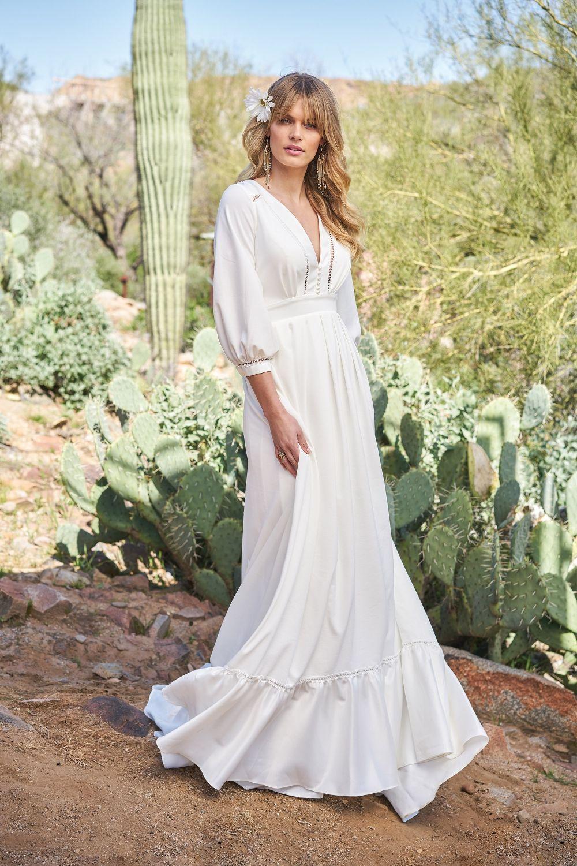 4e2020ca20ba Denne brudekjole er til luksus hippien eller boheme bruden. Den er i den  skønneste stil