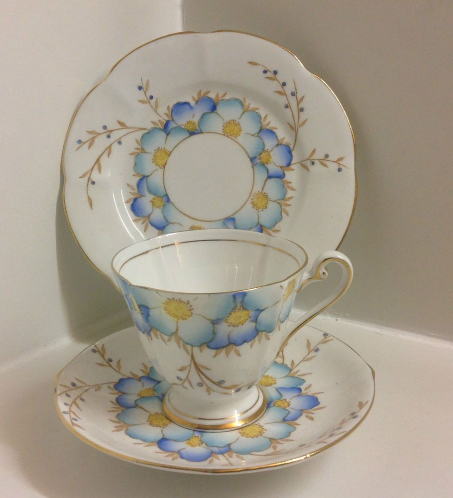 Roslyn Art Deco English Bone China Tea Set Trio