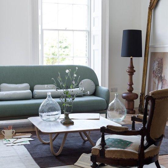 Modern Living Room With Mint Green Sofa Ideal Home Stili Gostinoj Zelenyj Divan Gostinye S Derevom