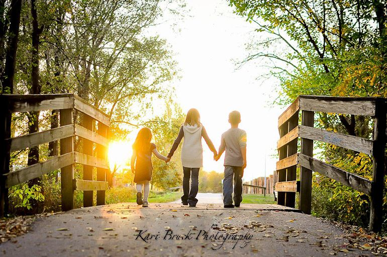 Children walking towards the sunset, session by Kari Bruck Photography Kids Pictures Photo Shoot Ideas
