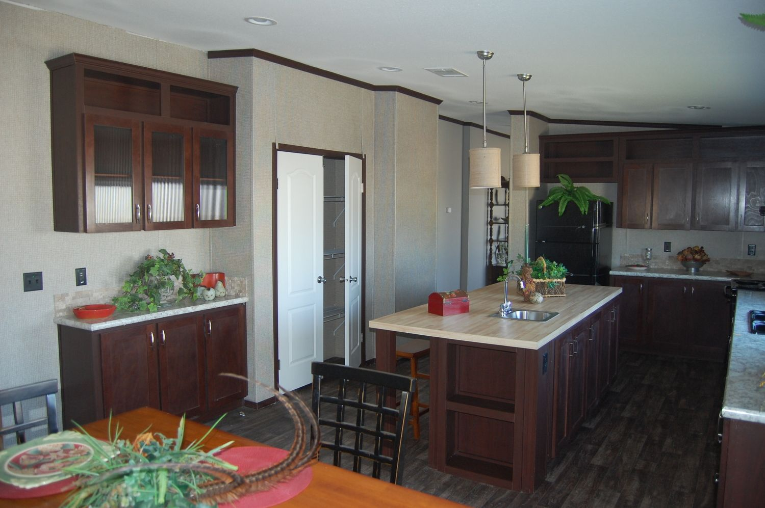 Pecan Valley 3 Kitchen With New Colors New Mobile Homes Manufactured Home Palm Harbor Homes
