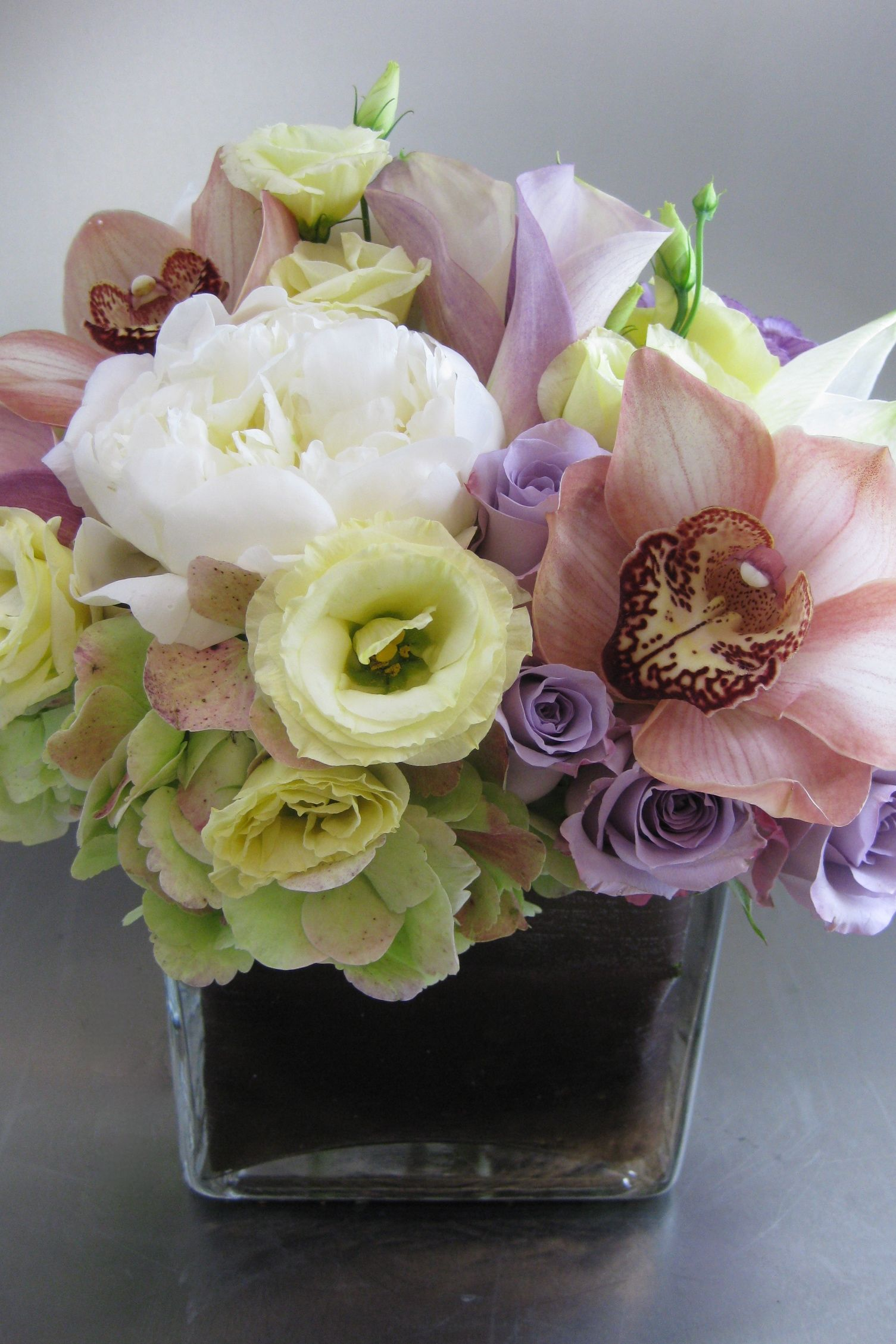 Cream Lavender Taupe With Cymbidium Orchids Re Pinned By Www Westpointorchids Com Modern Flower Arrangements Cymbidium Orchids Flower Arrangements