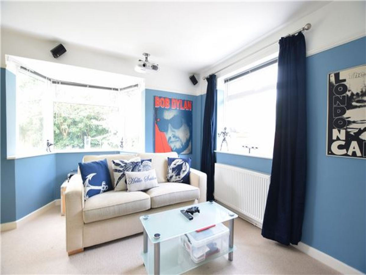 A Touch Of Blue Gives This Light And Airy Room A Warming Touch Airy Room Property For Sale Home