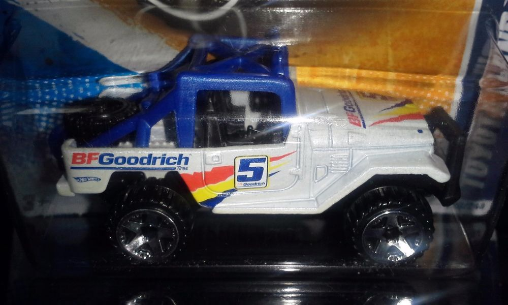 HOT WHEELS 2011 PERFORMANCE TOYOTA LAND CRUISER FJ40