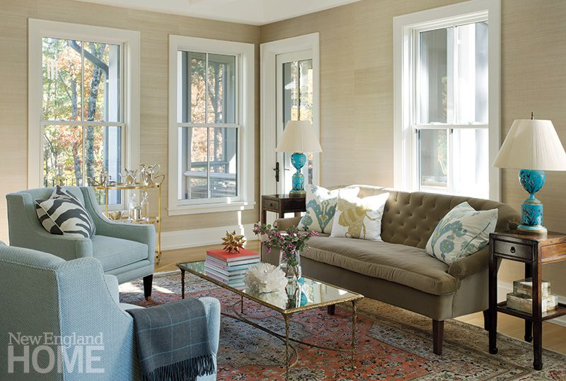 Contemporary chic mixed with traditional furnishing in - Traditional contemporary living room ...