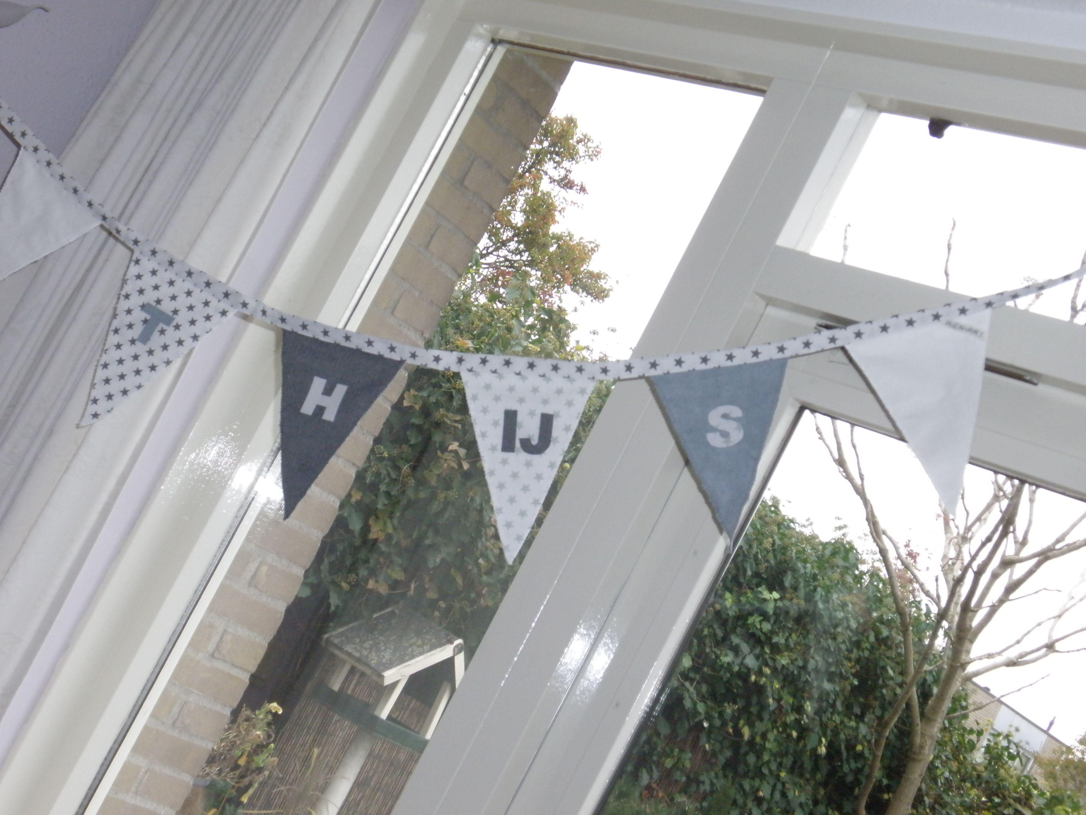 MADE BY WIEN-ART Vlaggenlijn http://wien-artfabrics.blogspot.nl/2015/11/babykamer-accessoires.html