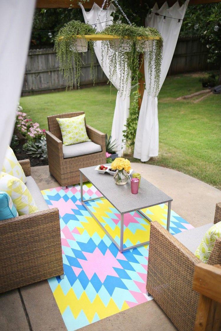 tapis extérieur multicolore et salon de jardin en rotin naturel ...