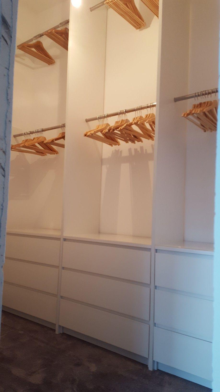 Ikea Hack Ankleidezimmer Selbst Gebaut 3 Malm Kommoden Mit Glasplatten Drauf Dazwischen Jeweils Lange Fu Ankleide Zimmer Ankleidezimmer Ankleidezimmer Ikea