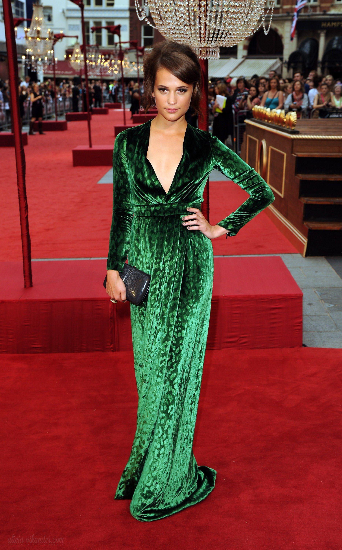 0423e1ee155 Alicia Vikander Vestido De Terciopelo Verde
