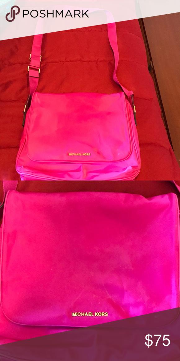 c4ede7238de5 Medium hot pink Michael Kors crossbody bag Good condition. Smoke free pet  free home.