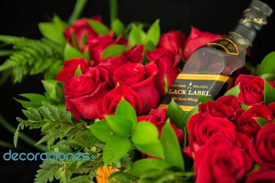 Arreglo de rosas con botella de whisky para caballero - Arreglo de flores naturales ...