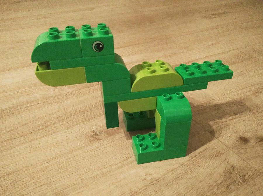 Hier siehst du einen kleinen Dinosaurier aus LEGO® Duplo, der uns von BRICKaddict.de gefällt! #dinosaur