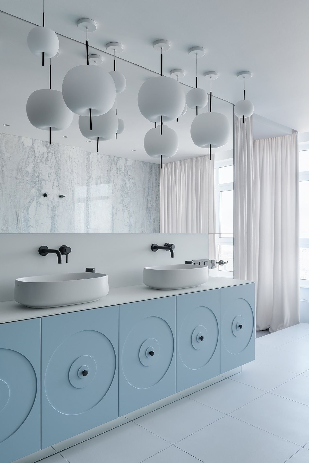 Bold And Breezy Interiors That Mix Blue And Pink Decor ...
