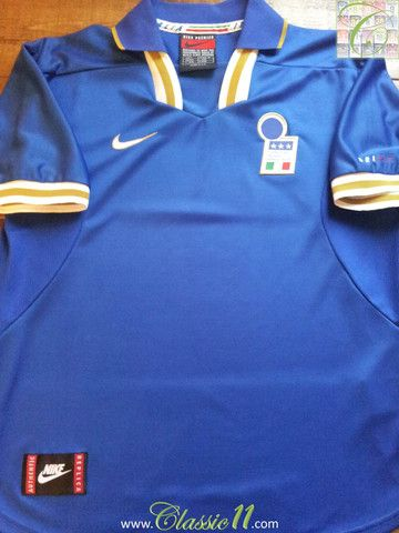 d5d0c192 Relive Italy's 1996/1997 international season with this vintage Nike home football  shirt.