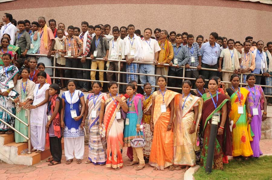 बीजापुर जिले के पंचायत प्रतिनिधि हमर छत्तीसगढ़ योजना के तहत भ्रमण के लिए नया रायपुर पहुंचे. जहाँ सेन्ट्रल पार्क स्थित इमर्सिव डोम थियेटर में उन्होंने 5 डी लघु फिल्म का प्रसारण देखा. प्रदेश के विकास पर आधारित करीब 20 मिनट की फिल्म में राज्य सरकार की योजनाओं को विस्तार से बताया गया.