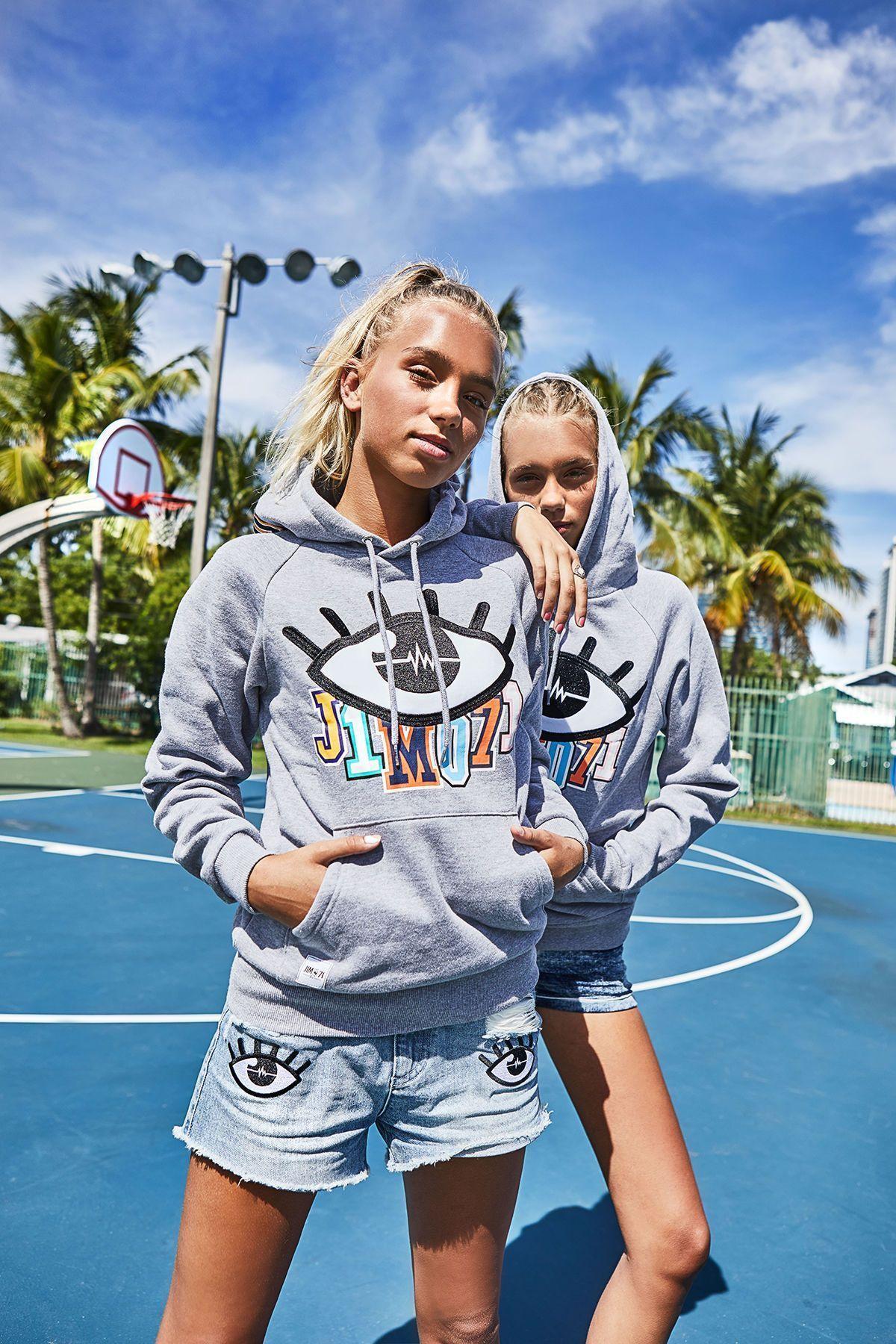Neue App Musical Ly My Blogger In 2020 Lisa Und Lena Klamotten Lustige Promis Christian Collins