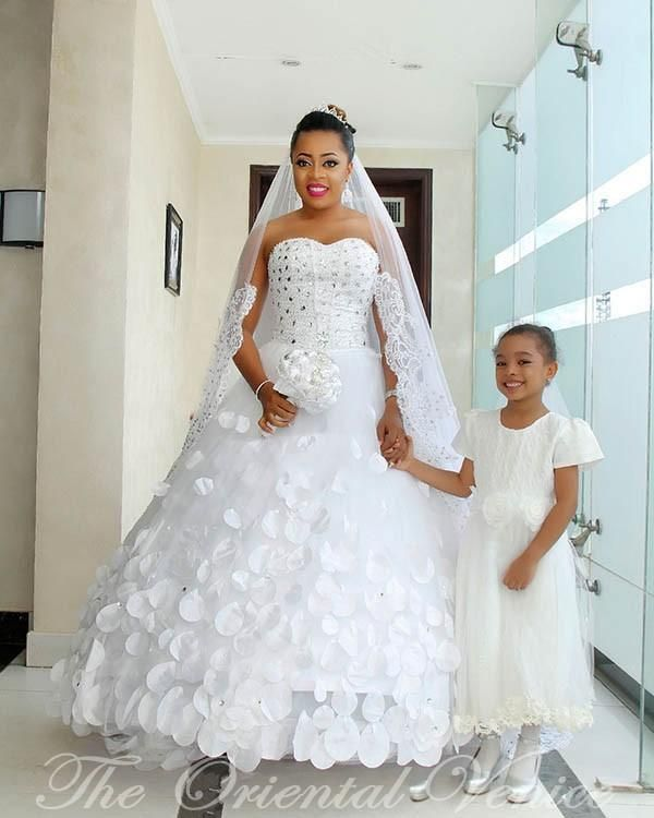 Nigerian Style Ball Gown African Wedding Dress Plus Size Sweetheart Crystal 3d Floral Appliques Peta African Wedding Dress Princess Bridal Gown African Wedding