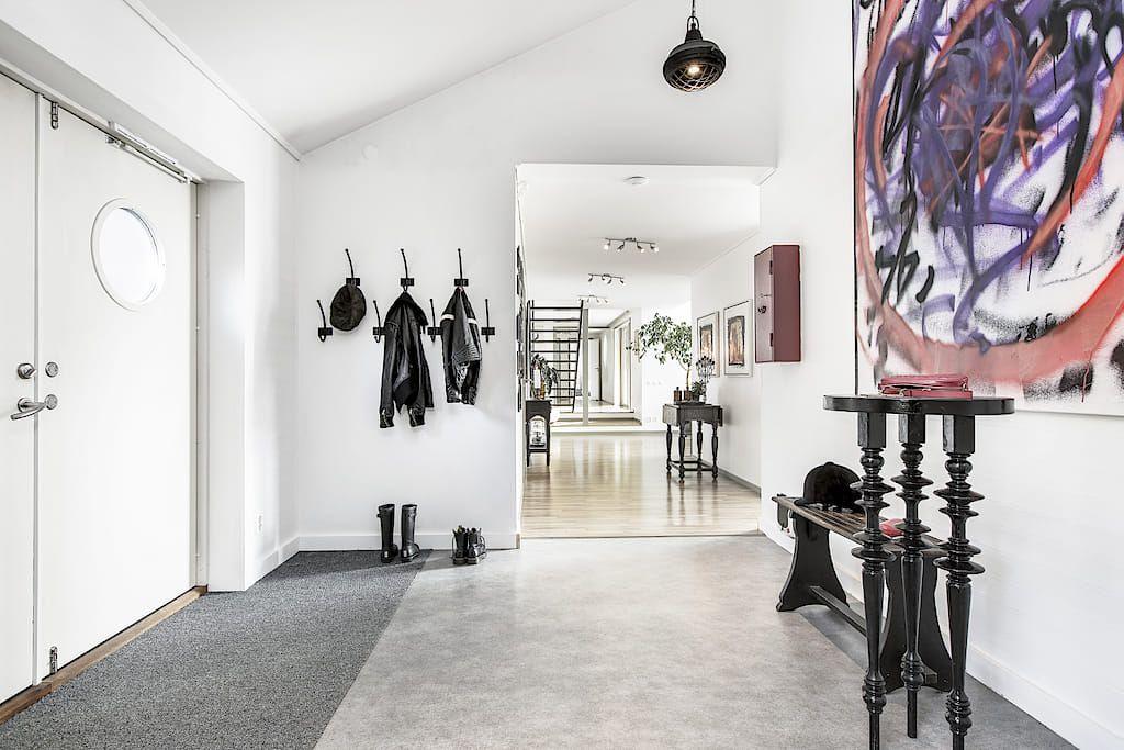Une maison suédoise bardée de noir avec vue sur l\u0027eau - PLANETE DECO - maison en beton banche