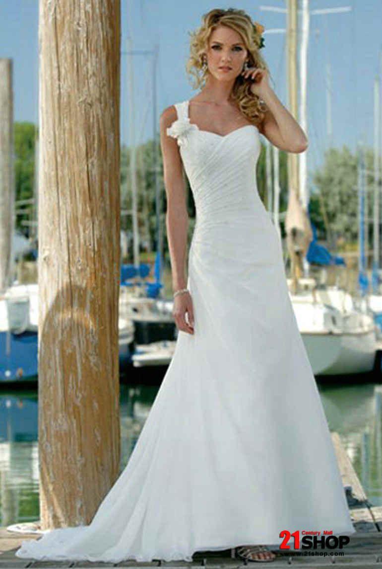 Wedding dresses for a beach wedding  best beach wedding dresses  Wedding stuff  Pinterest  Beach