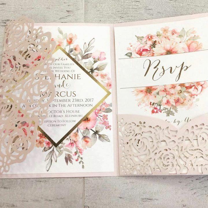 Un faire-part mariage pochette personnalisable avec Roses cisélées