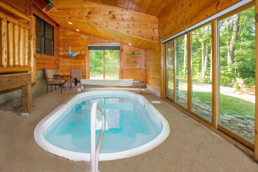 Gatlinburg And Pigeon Forge Cabin Rentals Chalets Indoor Hot Tub Cabins In The Smokies Cabin Rentals