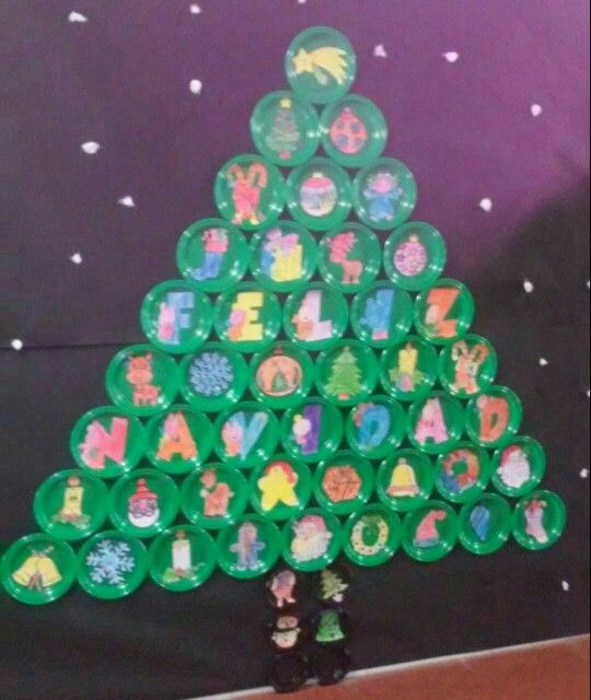 3 year old Christmas tree. Green color plastic plates