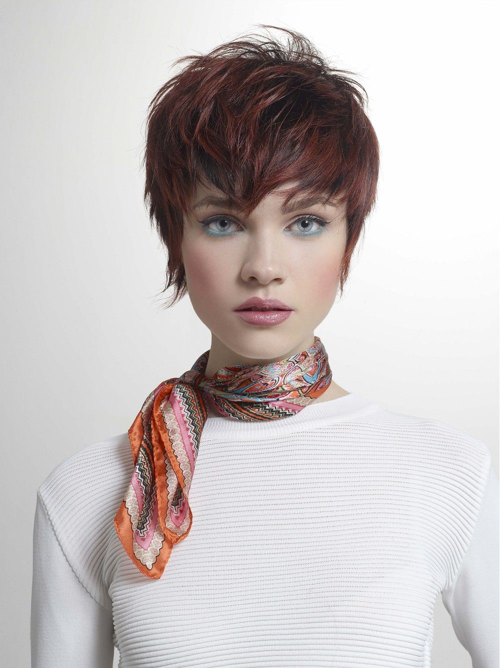 Large Image Of Short Brown Straight Hairstyles Provided By Tchip Coiffure Picture Number 23159 Short Hair Styles Hair Styles Cool Hairstyles