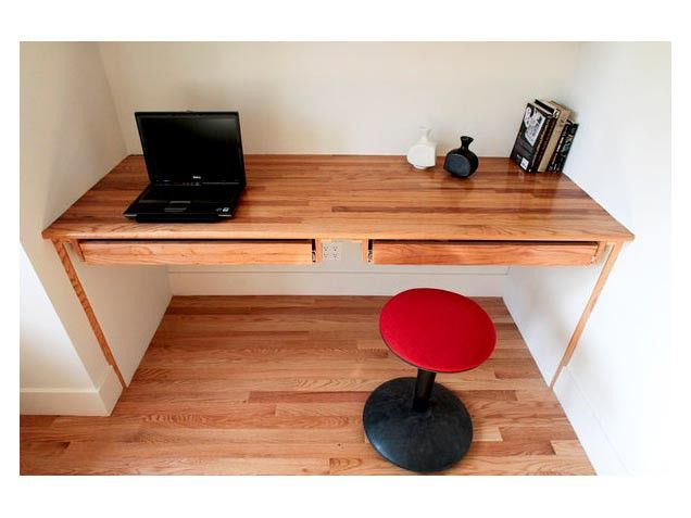 Built-in desk made out of leftover floorboards. #diy #home http://www.ivillage.com/what-keep-or-toss-your-home/7-b-509164#510554