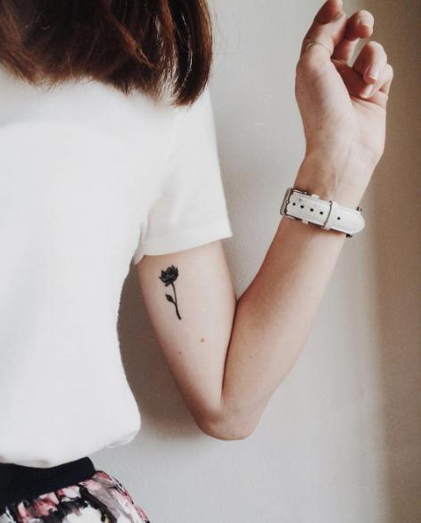 Tatuajes Minimalistas Para Mujeres Black Flower Tatuajes
