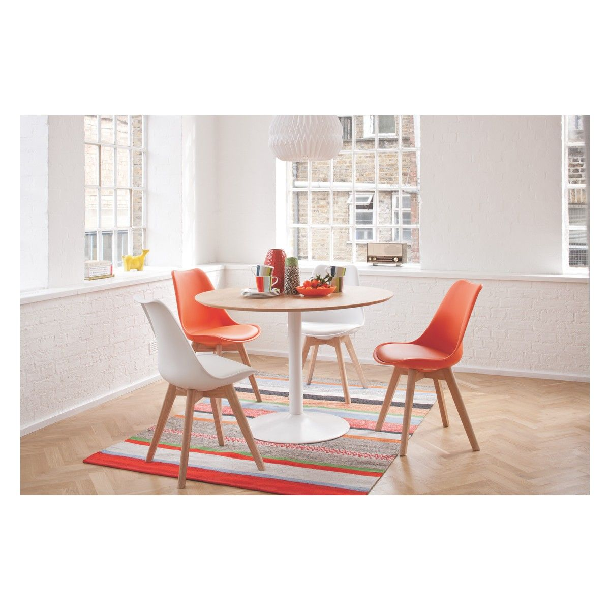 JERRY White dining chair with solid oak legs   White round dining ...