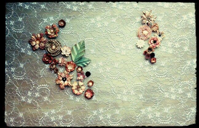 Quadro de renda com flores de scrapp